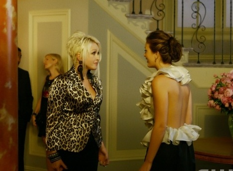 """Bonfire of the Vanity"" Pictured: Cyndi Lauper as herself and Leighton Meester as Blair Photo Credit: Giovanni Rufino / The CW © 2008 The CW Network, LLC. All Rights Reserved."