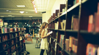 大人女子に知的なお作法を教えてくれる「岩波書店」の文庫