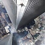 ビルの間、地上411mの高所を命綱なしで空中闊歩!?実際にあった驚きの挑戦を映画化!映画『ザ・ウォーク』