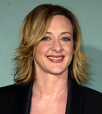 "Joan Cusack ""School of Rock"" Premiere - Arrivals Cinerama Dome Hollywood, California United States September 24, 2003 Photo by Jean-Paul Aussenard/WireImage.com To license this image (1554455), contact WireImage: +1 212-686-8900 (tel) +1 212-686-8901 (fax) st@wireimage.com (e-mail) www.wireimage.com (web site)"
