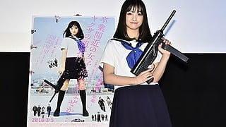 橋本環奈、バタバタ倒れる大阪のファンのノリの良さに「カ・イ・カ・ン!」『セーラー服と機関銃 -卒業-』イベントレポート