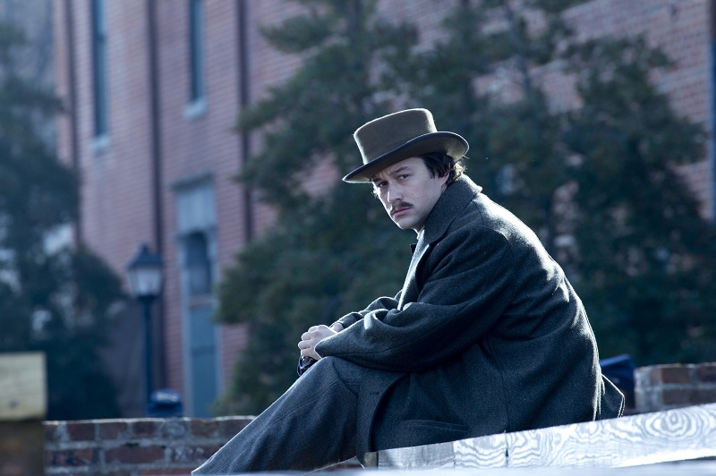 """LINCOLN"" L 004250 Joseph Gordon-Levitt stars as Robert Lincoln, the 21 year old son of President Abraham Lincoln in this scene from director Steven Spielberg's drama ""Lincoln"" from DreamWorks Pictures and Twentieth Century Fox. Ph: David James, SMPSP ©DreamWorks II Distribution Co., LLC.  All Rights Reserved."
