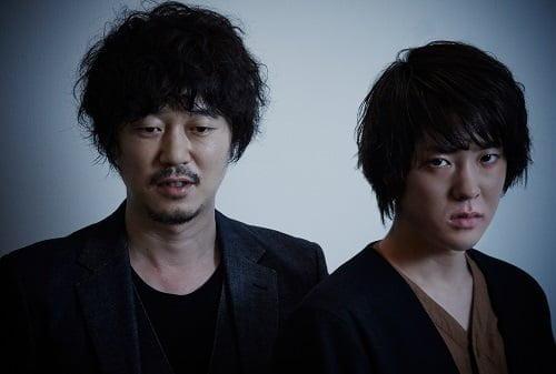 (左)兄・保役の新井浩文 (右)弟・稔役の若葉竜也