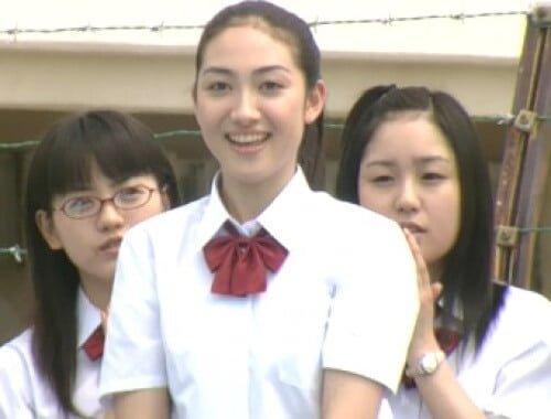 花村響子役の香椎由宇。ドラマラストの田中からの告白シーンは見どころ。