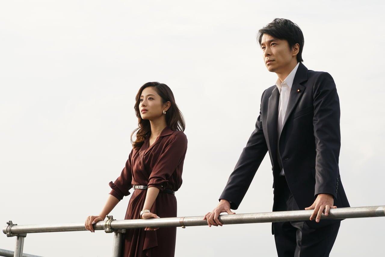石原さとみさん(左)と長谷川博己さん(右)