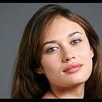 アンニュイな大人のたたずまいが魅力!ウクライナ出身の女優オルガ・キュリレンコ