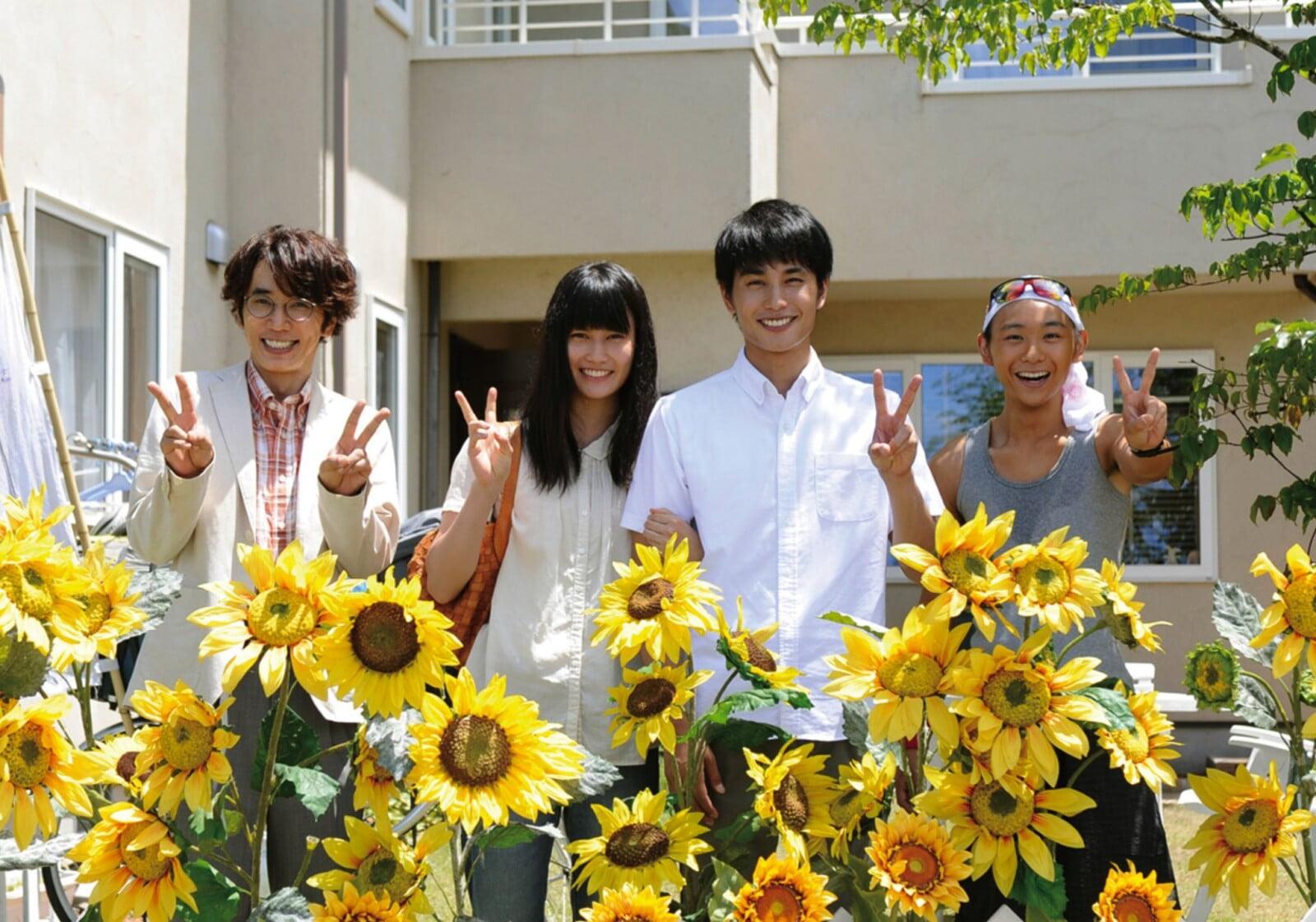 左から、ユースケ・サンタマリア、橋本愛、中村蒼、須賀健太