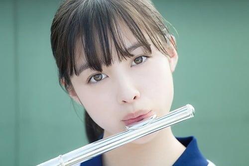 橋本環奈ちゃんの美しすぎるフルート演奏画像!