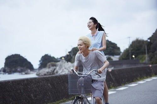 満面の笑みでの自転車に二人乗り♡