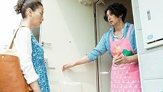オダギリジョーがピンクのエプロン姿!?『湯を沸かすほどの熱い愛』愛らしい場面写真解禁