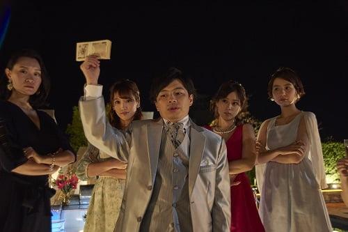 天生翔を演じる浜野謙太さん。圧倒的なうさんくささ!