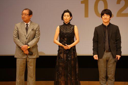 (左から)平泉成さん、木村多江さん、内村監督