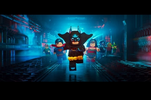 "LEGOの世界では""弾けキャラ""!?『レゴバットマン ザ・ムービー』特報 レゴバットマン駄々っ子姿、ラップを披露!!"