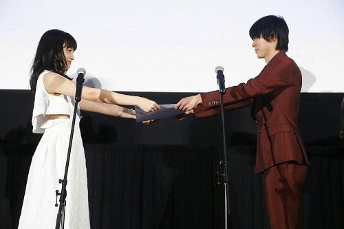 佐藤健&土屋太鳳W主演 映画『8年越しの花嫁』クランクアップ&コミック化決定!