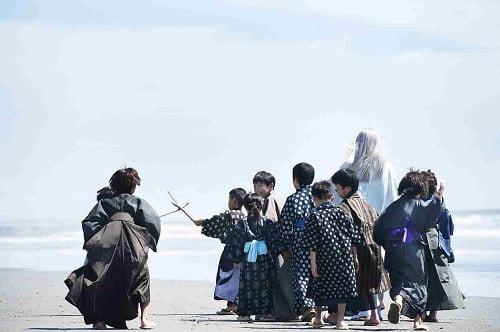 """映画『銀魂』新参加キャスト発表!""""山寺宏一""""がアニメ版と同役で息を吹き込む!少年時代の銀さんを写した新場面写真も!"""