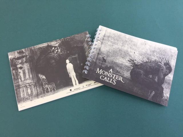 【プレゼント】妖しくも美しいダークファンタジー『怪物はささやく』特製スケッチブックを【5名様】にプレゼント!