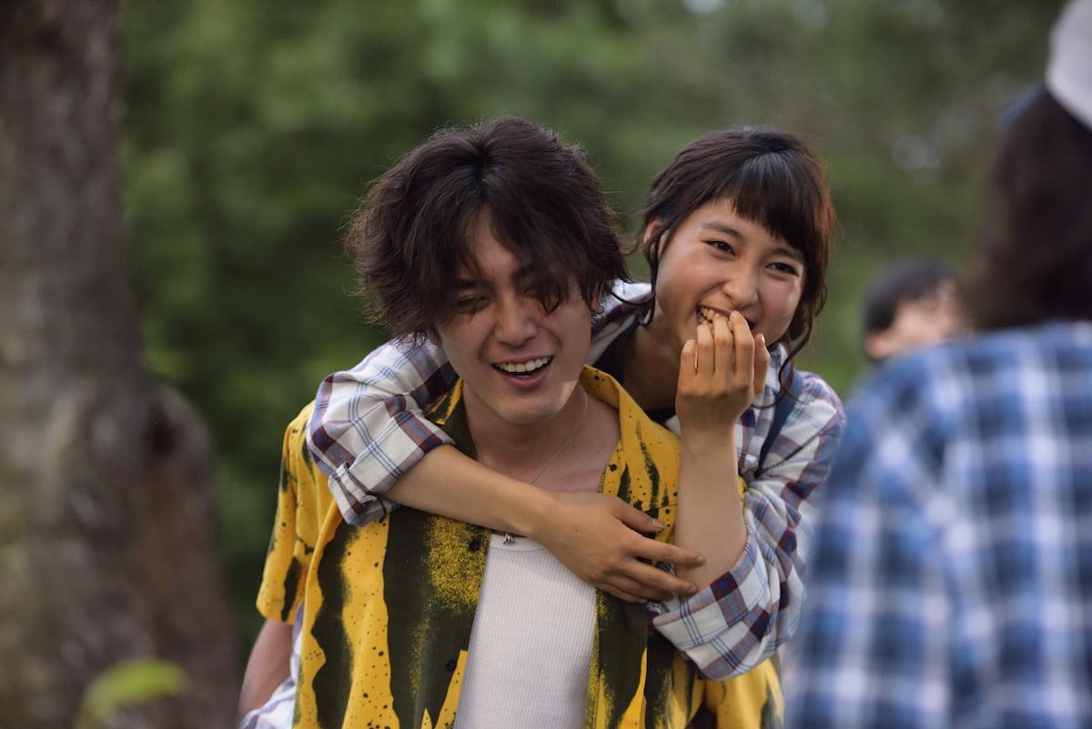 映画『トリガール!』間宮祥太朗が土屋太鳳をおんぶ♡胸キュン画像・全・面・解・禁!