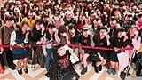 中条あやみ、サプライズ登場で竹下通りが大パニック!?映画『覆面系ノイズ』フォトカード配布イベント!