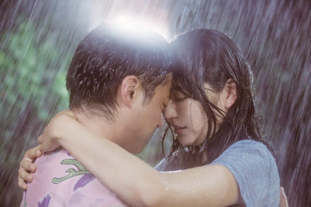 雨の中でキス寸前!切なさ溢れる二人の姿は必見!映画『50回目のファーストキス』新場面写真解禁♡