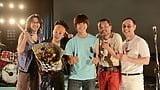 佐野勇斗、橋本じゅん率いるおやじバンドと一緒にスマイル!映画『青夏 きみに恋した30日』親子ショット解禁!