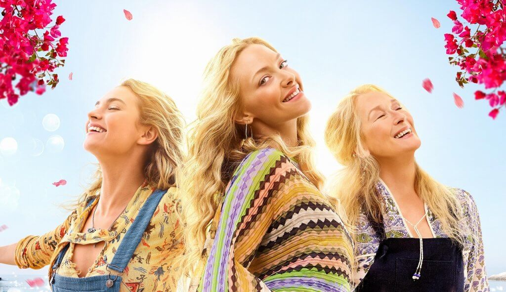 """ABBA&豪華キャストが大絶賛!シェールが熱唱する""""悲しきフェルナンド""""映画『マンマ・ミーア! ヒア・ウィー・ゴー』メイキング映像"""