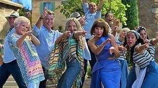 実はスキップが苦手??貴重な撮影エピソードが明かされる!映画『マンマ・ミーア! ヒア・ウィー・ゴー』「ダンシング・クイーン」を歌って踊る本編映像解禁!