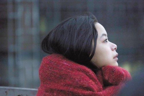 思いを秘めた表情に、絶妙なバランスの光と影と色――。映画『生きてるだけで、愛。』映画の世界観を切り取った場面写真一挙解禁!