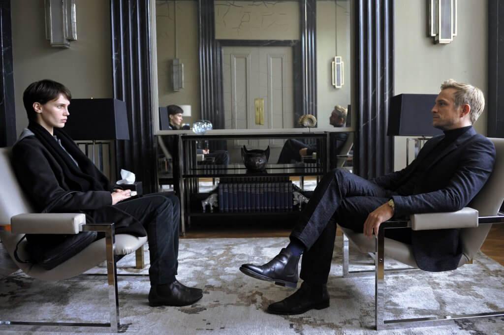 素性を隠し、恋人の〈双子の兄〉の診察室へ…映画『2重螺旋の恋⼈』緊迫の本編特別映像解禁