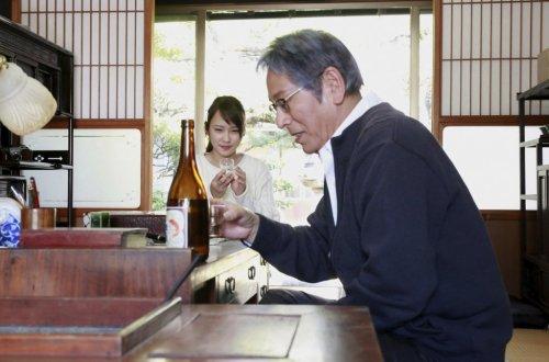 川栄李奈、日本酒と出会い、魅力に酔いしれる!映画『恋のしずく』新場面写真解禁!