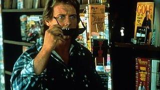 メガネをかけるのか、かけないのか!?―映画『ゼイリブ』HDリマスター版公開に寄せてカーペンター監督が自宅で撮影した超貴重コメント映像到着