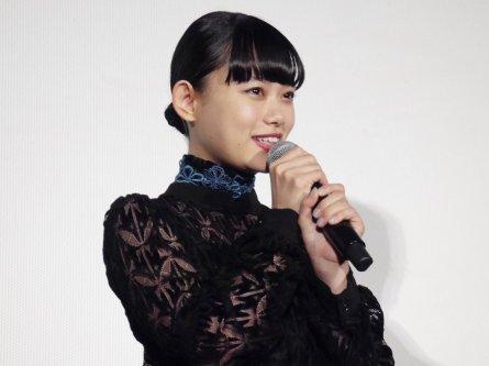 杉咲、バースデーサプライズに感激!映画『パーフェクトワールド 君といる奇跡』公開記念舞台挨拶レポート