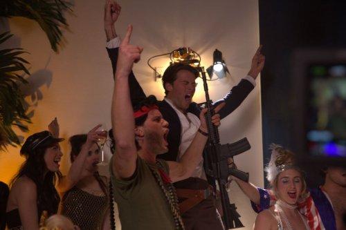 今をときめく若手俳優達が80年代コスプレに身を包む!映画『ビリオネア・ボーイズ・クラブ』新画像解禁