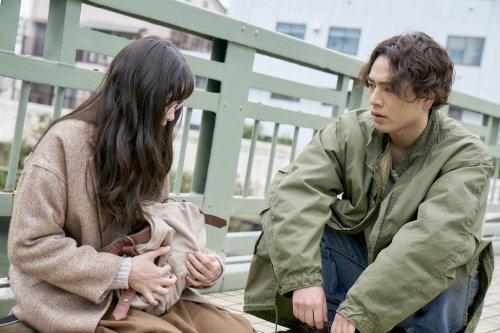 ツリーを運ぶ彼はまるでヒーローみたい!?映画『雪の華』登坂広臣の場面写真解禁!