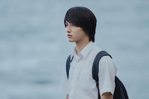 横浜流星×飯豊まりえ、物憂げな瞳が儚くも美しい――。映画『いなくなれ、群青』場面写真解禁