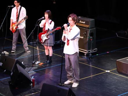 ちい恋バンド、会場満員の1300人を魅了!映画『小さな恋のうた』AGESTOCK2019イベントレポート