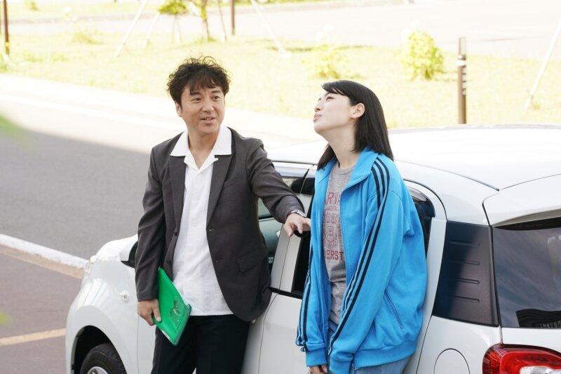 映画『ダンスウィズミー』三吉彩花とムロツヨシが、デュエットで美声を披露!! 27テイクも挑んだ変顔ありの歌唱シーン大公開!