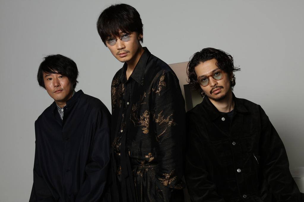 3shot_yakuzatokazoku_(C)2021『ヤクザと家族 The Family』製作委員会