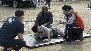 映画『護られなかった者たちへ』羽交い絞め、泥水浸けで絶叫! 身体を張ったハードなシーンで魅せる佐藤健迫真の演技!
